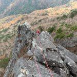 乾徳山旗立岩中央稜・頂上岩壁第1岩峰